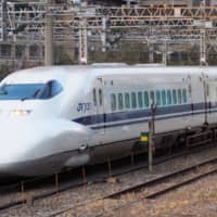 A sharp drop in the number of passengers on the Tokaido Shinkansen line reflects the large number of cancellations in business and sightseeing trips as COVID-19 continues to spread. | KYODO