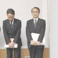 Kansai Electric Power Co.'s former president, Shigeki Iwane (left) and new president, Takashi Morimoto, hold a news conference on March 14 in Osaka. | KYODO