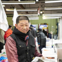 In the know: Katsunori Ouchi is president of Ouchi Shoten, a shop dealing in fresh fish and shellfish. An intermediate wholesaler at Adachi Market for over 30 years, he recommends the best buys of the day among marine products arriving from all over Japan.