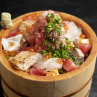 Sushi bowl: Tsukiji Aozora Sandaime Honten's (Tsukiji 4-13-8) popular dish, the Edomabushi Chopped Tuna Special Sashimi Rice Bowl, is served with about 20 different sushi toppings, including top-grade negitoro, piled on a bed of rice in a wooden tub.
