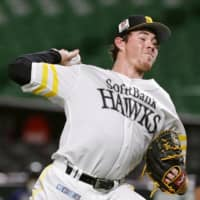 Hawks starter Carter Stewart pitches against the Marines on Friday in Fukuoka. | KYODO