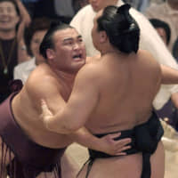 Takamisakari competes in the Nagoya Grand Sumo Tournament in July 2003. The retired wrestler posted a 9-6 record at the basho and earned the outstanding performance prize. | KYODO