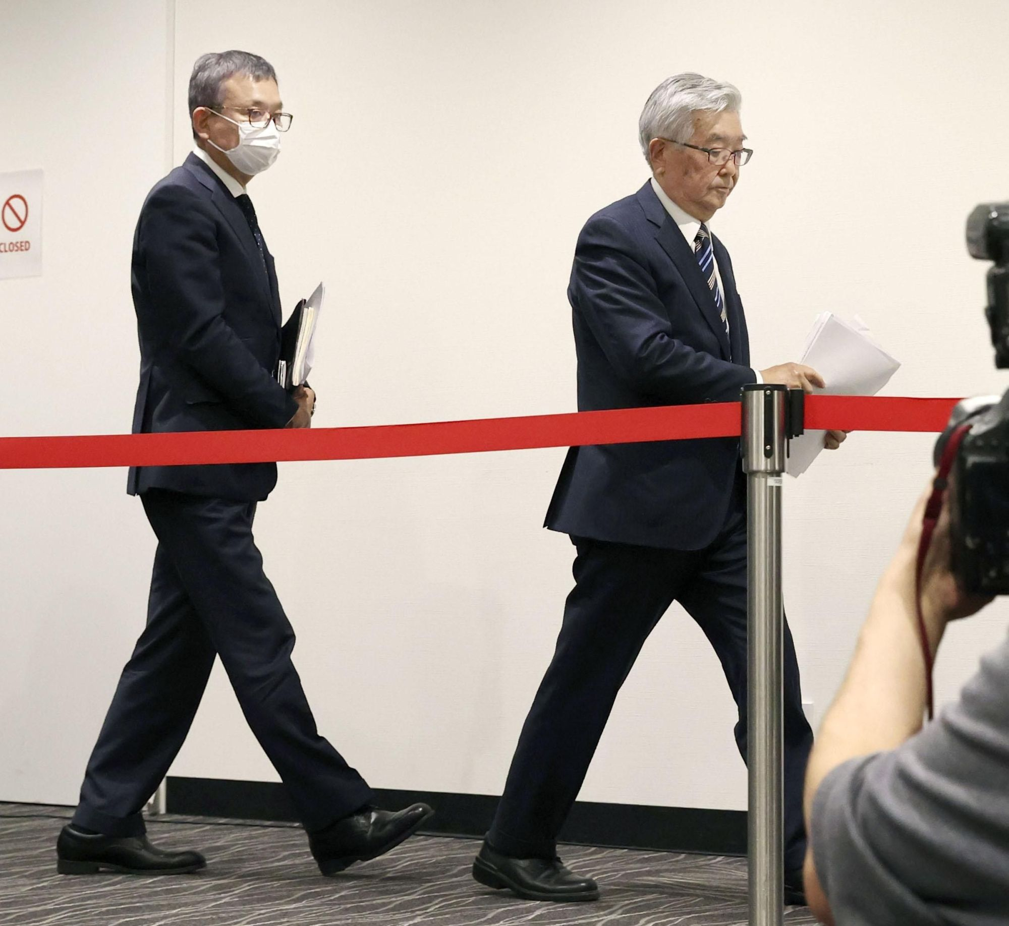 J. League Chairman Mitsuru Murai (left) and NPB Commissioner Atsushi Saito leave at the conclusion of a news conference of the two leagues' joint coronavirus task force on Monday in Minato Ward. | KYODO