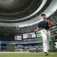Orix outfielder Masataka Yoshida leaves the Kyocera Dome field on Tuesday in Osaka. The club announced that it would suspended team practice sessions from Wednesday, with players training individually through the weekend. | KYODO