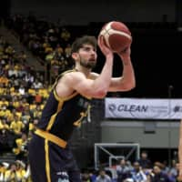 Ryan Rossiter attempts a free throw against Kawasaki during an Emperor's Cup game in January. | KAZ NAGATSUKA