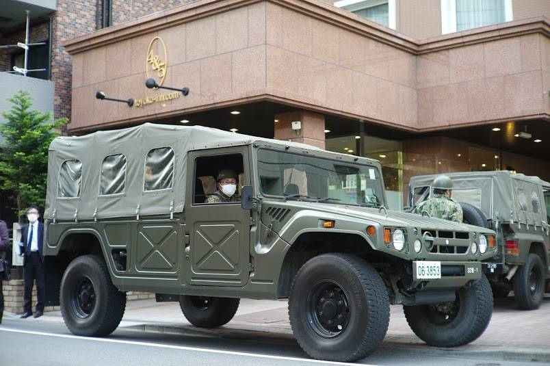 Self-Defense Forces vehicles arrive at a Toyoko Inn in Tokyo on Tuesday to assist the hotel in accepting COVID-19 patients.   RYUSEI TAKAHASHI