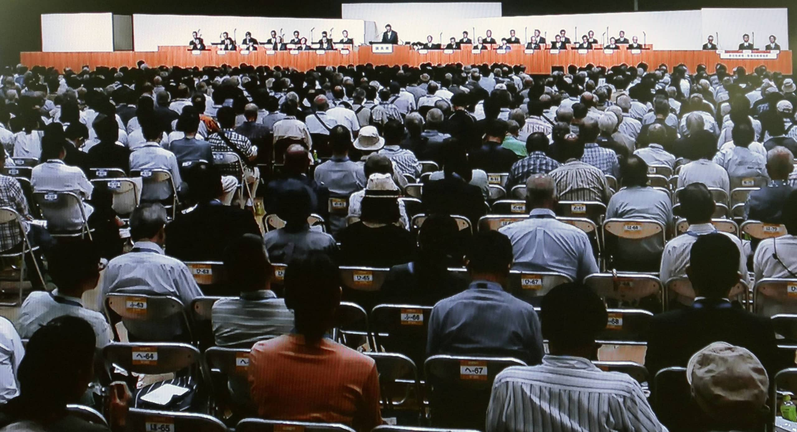 An increasing number of Japanese companies are weighing the possibility of livestreaming or using online attendance with voting for their annual shareholders meetings in an effort to reduce the risk of coronavirus infection. | KYODO