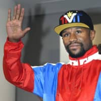 Floyd Mayweather poses at a Tokyo news conference on Nov. 5, 2018. | KYODO