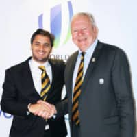 Bill Beaumont (right) and Agustin Pichot shake hands after being appointed the new chairman and vice chairman, respectively, of World Rugby, on May 11, 2016, in Dublin. | KYODO