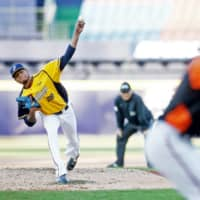 The Chinatrust Brothers' Ariel Miranda pitches against the Uni-President Seven-Eleven Lions on April 12 at Taichung Intercontinental Baseball Stadium in Taichung, Taiwan. | KYODO