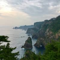 Clifftop vista: The Kitayamazaki Cliffs, Iwate Prefecture, lie along the Michinoku Coastal Trail, which traverses large sections of Tohoku's dramatic coastline. | ROBIN LEWIS