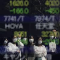 Investors may face difficulty adjusting their trading positions  in response to coronavirus-related news during the Golden Week holidays. | BLOOMBERG