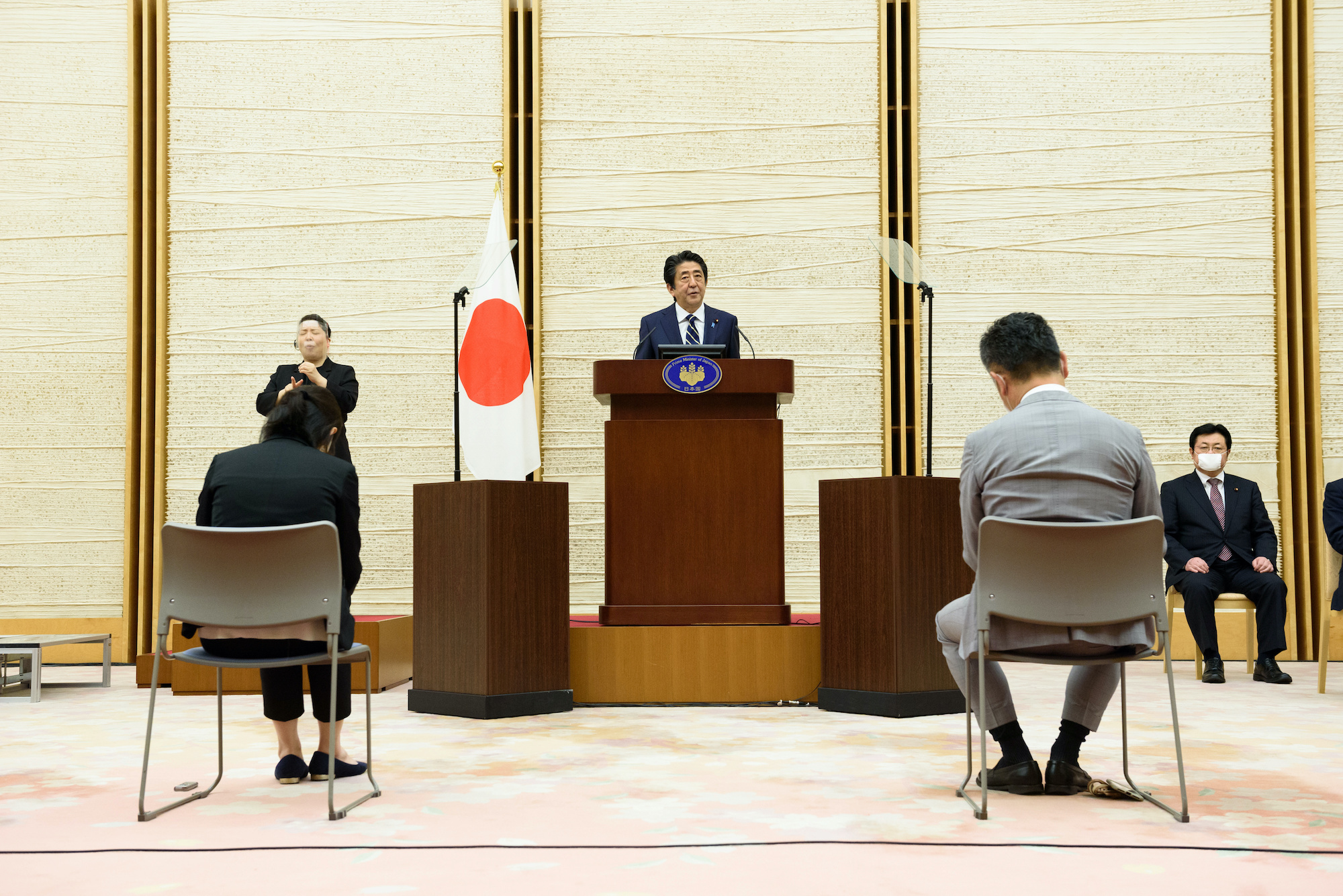 Prime Minister Shinzo Abe speaks during a news conference on May 14. | POOL PHOTO VIA REUTERS