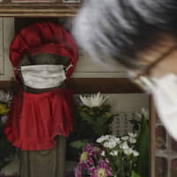 A survey of doctors by the Japanese Society for Forensic Pathology found that there were 12 cases since late January in which requests to public health centers to conduct polymerase chain reaction tests on corpses were denied.   AP