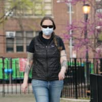 Registered nurse Martha Phillips, who worked in Africa fighting the Ebola virus and came to New York to fight the COVID-19 pandemic, wears a mask in the Queens borough of New York on Friday.   AFP-JIJI