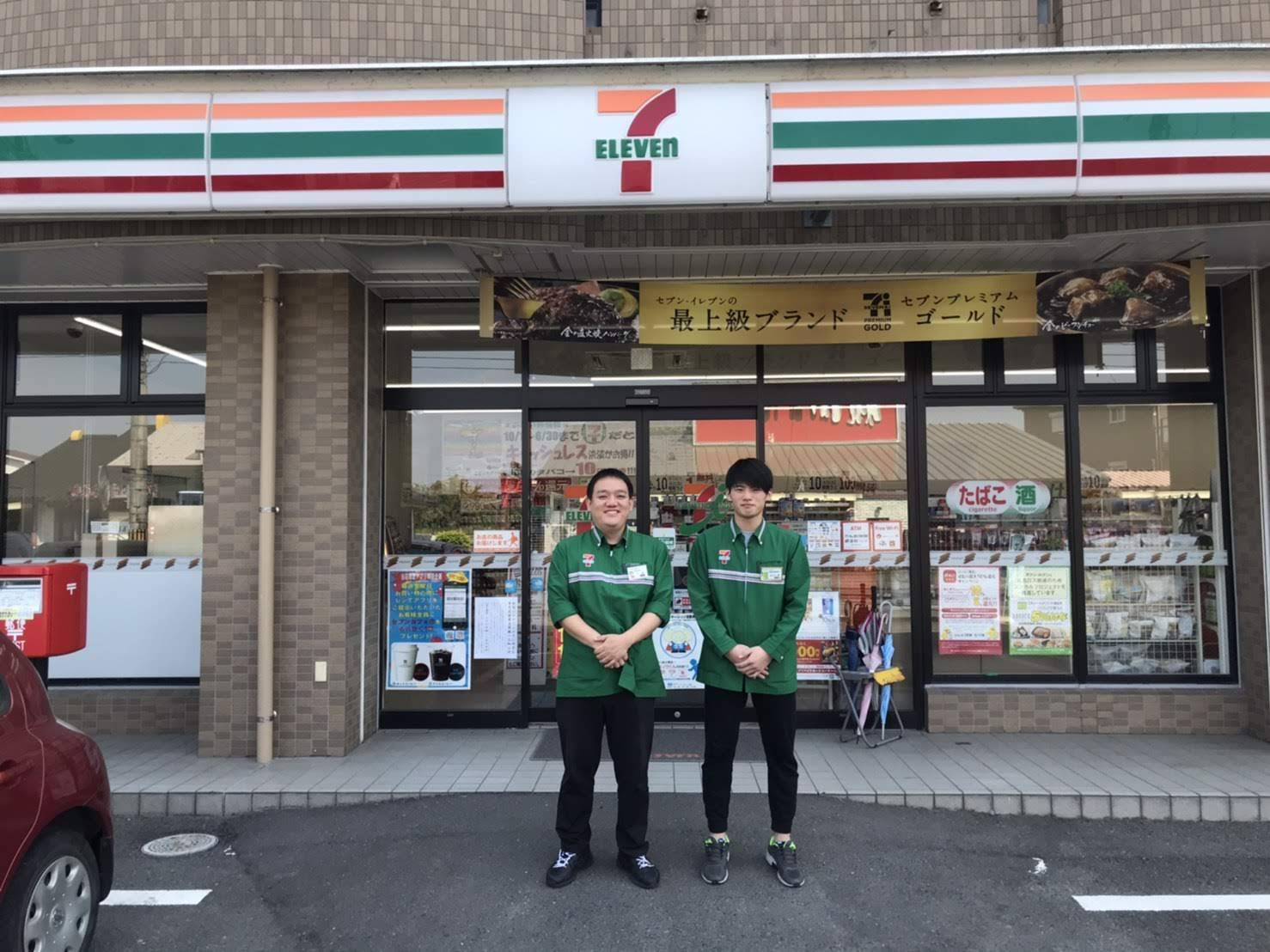 Masahiro Kubo (left) is the owner of a 7-Eleven franchise in Hioki, Kagoshima Prefecture. He says customers are purchasing nonperishables such as instant noodles and canned tuna in bulk. | COURTESY OF MASAHIRO KUBO