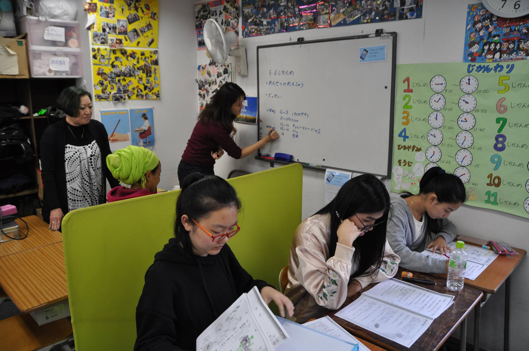 Immigrant children learn Japanese at the nonprofit Youth Support Center in Fussa, western Tokyo, in an October 2017 photo. | KYODO