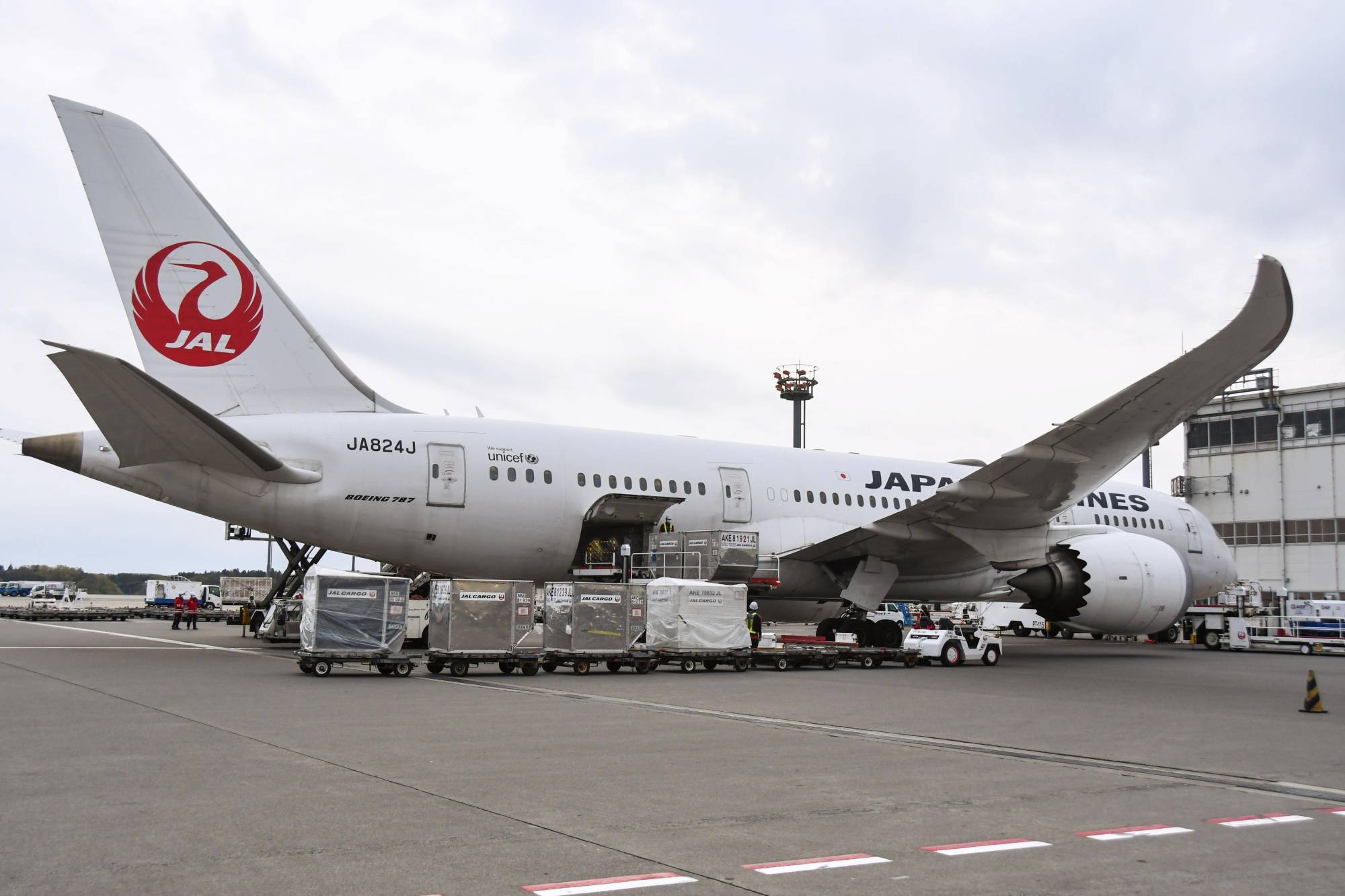 A Japan Airlines plane unloads cargo at Narita Airport near Tokyo on April 17, after flying from Shanghai without passengers amid the coronavirus outbreak.   KYODO