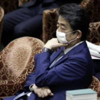Prime Minister Shinzo Abe should sincerely address the public's concerns over the proposed revision of the public prosecutor's office law. | BLOOMBERG