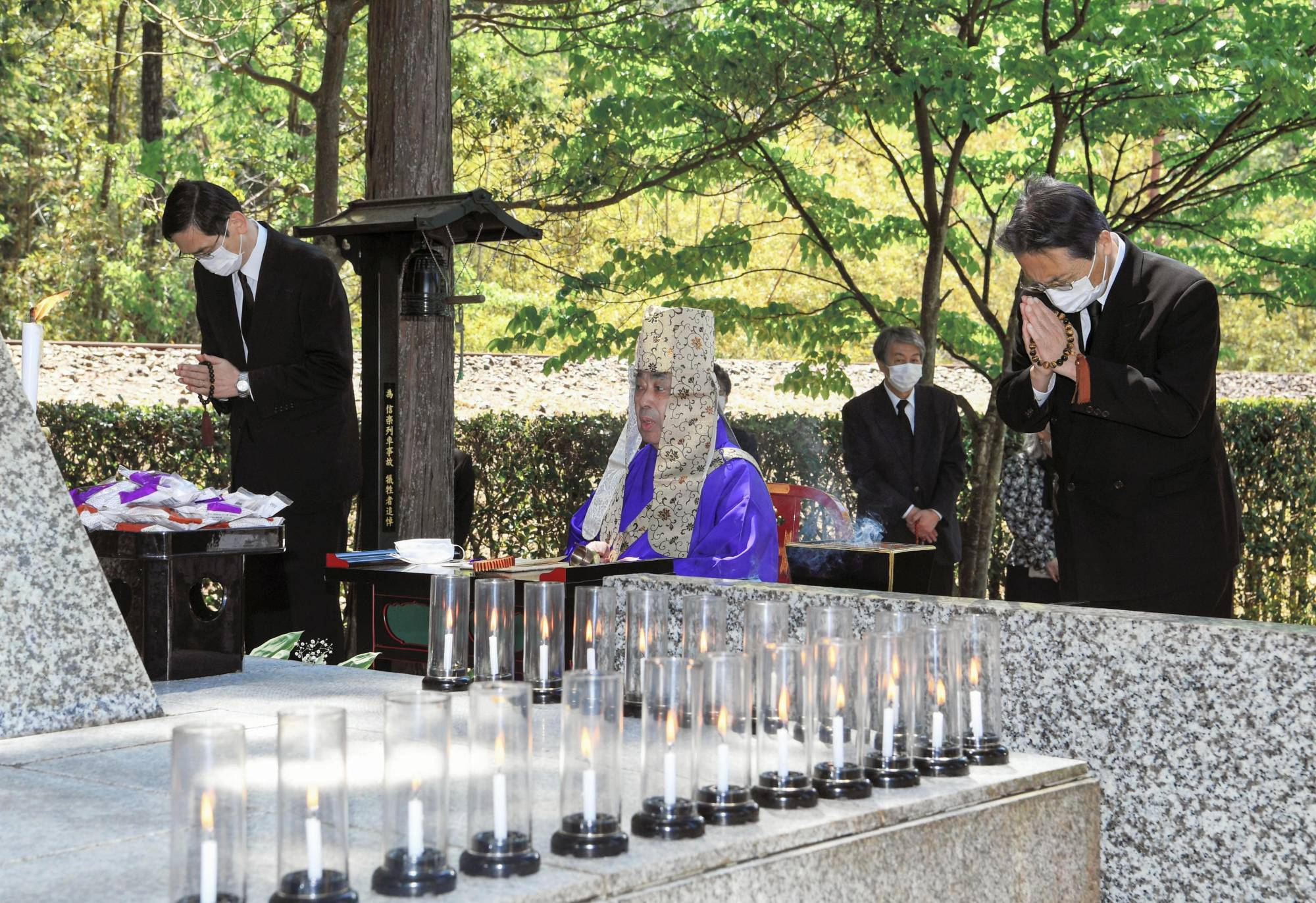 JR West President Kazuaki Hasegawa, left, and Senjiro Masaki, president of Shigaraki Kohgen Railway, right, attend a memorial ceremony on Thursday for a 1991 train collision accident in Shigaraki, now Koka, in Shiga Prefecture that claimed 42 lives.  | POOL / VIA KYODO