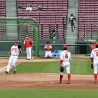 Carp let fans into practice after restrictions lifted in Hiroshima