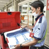 Delivery of ¥46.6 billion 'Abenomasks' resumes in 34 prefectures