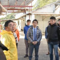 Sato Yoshokujo Ltd. President Fumihiko Sato explains about his oyster farm to the participants of a study tour co-hosted by the Japan Times Satoyama Consortium and the city of Shima in the city on Feb. 24.