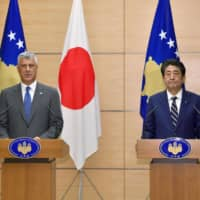 Prime Minister Shinzo Abe is joined by Kosovo President Hashim Thaci at the Prime Minister's Office in Tokyo in September 2019.   KYODO