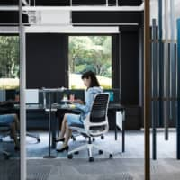 Many companies are redesigning their workspaces to allow for social distancing once workers have returned following the end of the state of emergency. | COURTESY OF STEELCASE INC.
