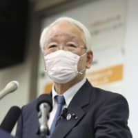 Hyogo Gov. Toshizo Ido speaks at a news conference at the Hyogo Prefectural Government's office in Kobe on Friday. | KYODO