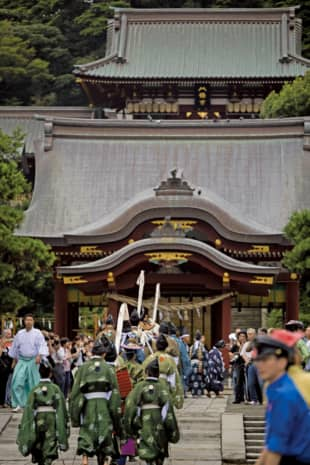 Way of the warrior: Tsurugaoka Hachimangu, a Shinto shrine in Kamakura, Kanagawa Prefecture, is dedicated to Hachiman, enshrined as the guardian deity of Japan. In 1191, Minamoto no Yoritomo commanded that the shrine be built in its current form, and from then on it became a center of faith for the samurai. The first yabusame (mounted archery) ritual at Tsurugaoka Hachimangu shrine was conducted by Minamoto no Yoritomo in 1187; the tradition is carried on by Ogasawara-ryu at this location, which is considered extremely special for the ceremony.   MASATOMO MORIYAMA
