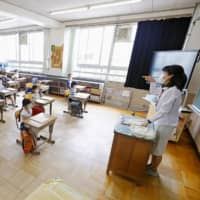 An elementary school in Katsushika Ward in Tokyo resumed classes Monday with social distancing measures in place amid the coronavirus outbreak. | KYODO