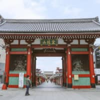 Tourists largely stayed away from Tokyo's Asakusa tourist area in April amid the coronavirus pandemic. | KYODO
