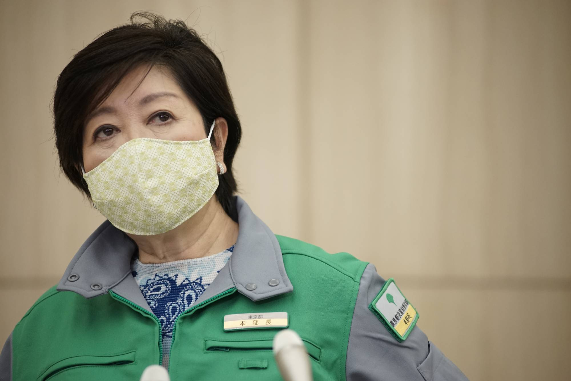 For the most part, Tokyo Gov. Yuriko Koike has marched in lockstep with national leadership in dealing with the coronavirus outbreak, so much so that at times she seemed bound by its often sluggish response or tone-deaf messaging for fear of overextending herself or being thrust into the limelight.   RYUSEI TAKAHASHI