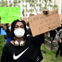 Tyqaun White participates in a protest in New York on Tuesday.  | AFP-JIJI