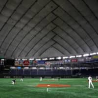 The Giants and Swallows play a preseason game at Tokyo Dome on Feb. 29. | REUTERS