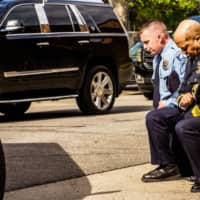 Minneapolis Police Chief Medaria Arradondo (right) knelt as the remains of George Floyd were taken to a memorial service in Minneapolis on June 4. | AFP-JIJI