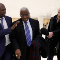Former International Association of Athletics Federations (now World Athletics) president Lamine Diack (center) arrives at a Paris courthouse on Jan. 13. | AFP-JIJI