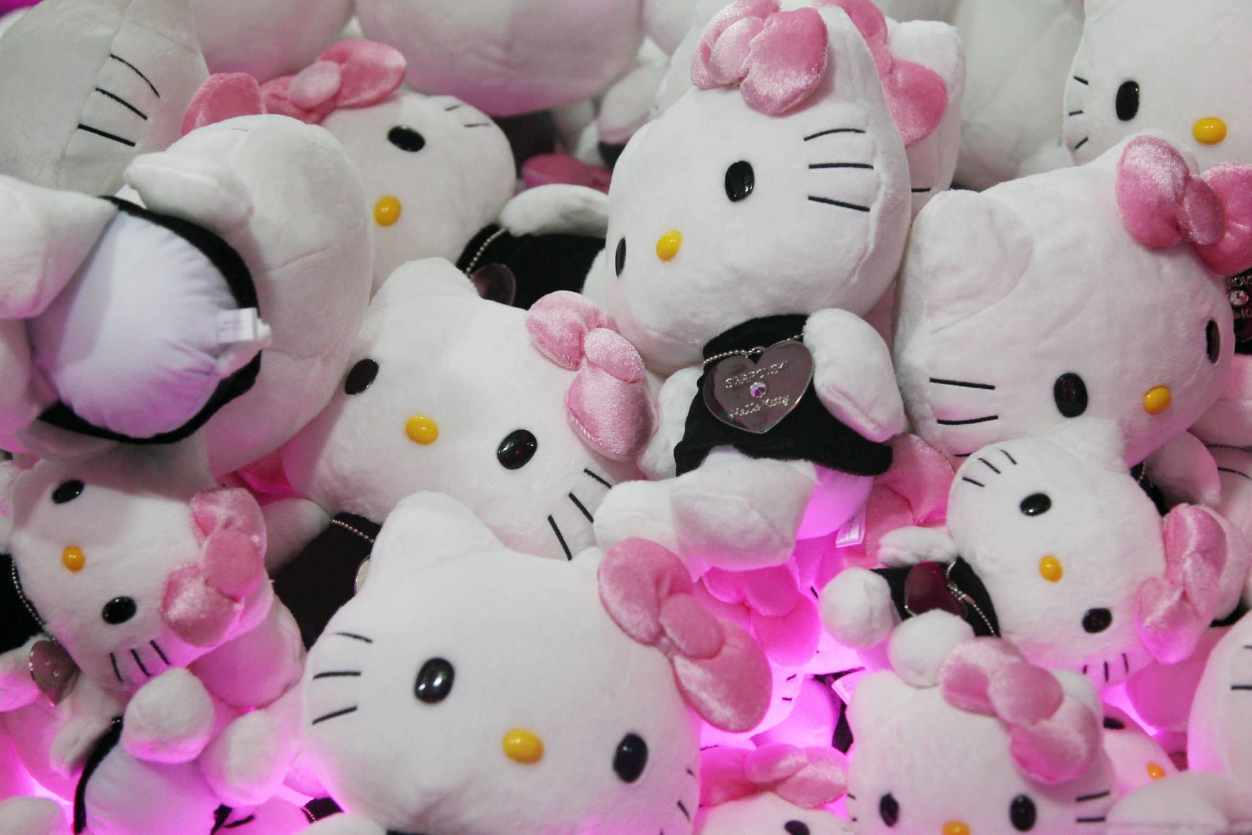 Sanrio Co. Hello Kitty soft toys sit in a crane machine game. President Shintaro Tsuji, 92, will cede the post on July 1 to his 31-year-old grandson after 60 years running the company. | BLOOMBERG
