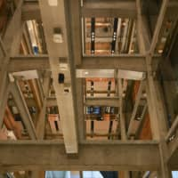 Uniqlo Co.'s new flagship store features a multistory atrium that reveals a skeleton of exposed concrete beams and columns along with the various floors. | KYODO
