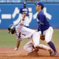 Yakult's Tetsuto Yamada (left) steals second base during the fifth inning against Chunichi on Saturday at Jingu Stadium. | KYODO