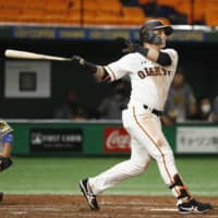 Kazuma Okamoto, Gerardo Parra lead Giants to series sweep of Tigers