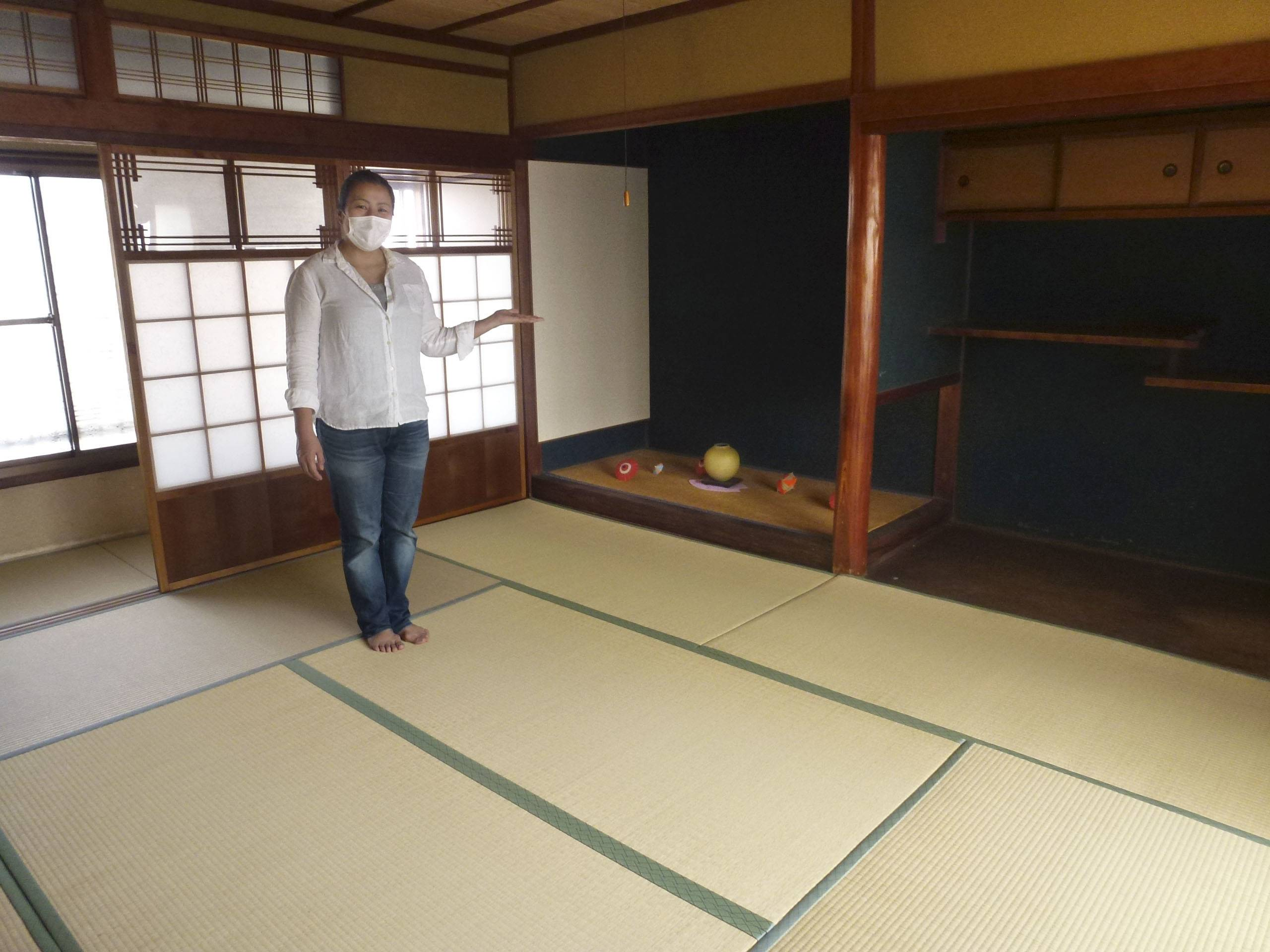 Six hostels in the city of Nara have started renting out their rooms as teleworking spaces, as many people work remotely and the number of tourists has fallen significantly due to the coronavirus outbreak. | KYODO