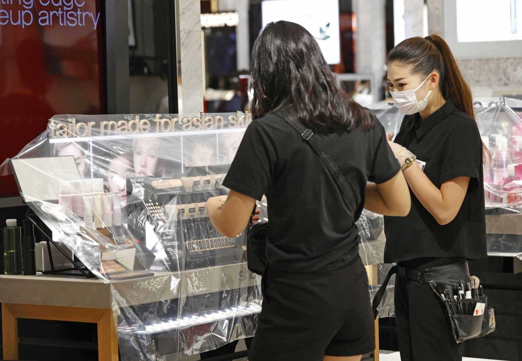 Customers shop at an Isetan department store in Tokyo on May 30 on the first weekend after the nationwide state of emergency was lifted. | KYODO