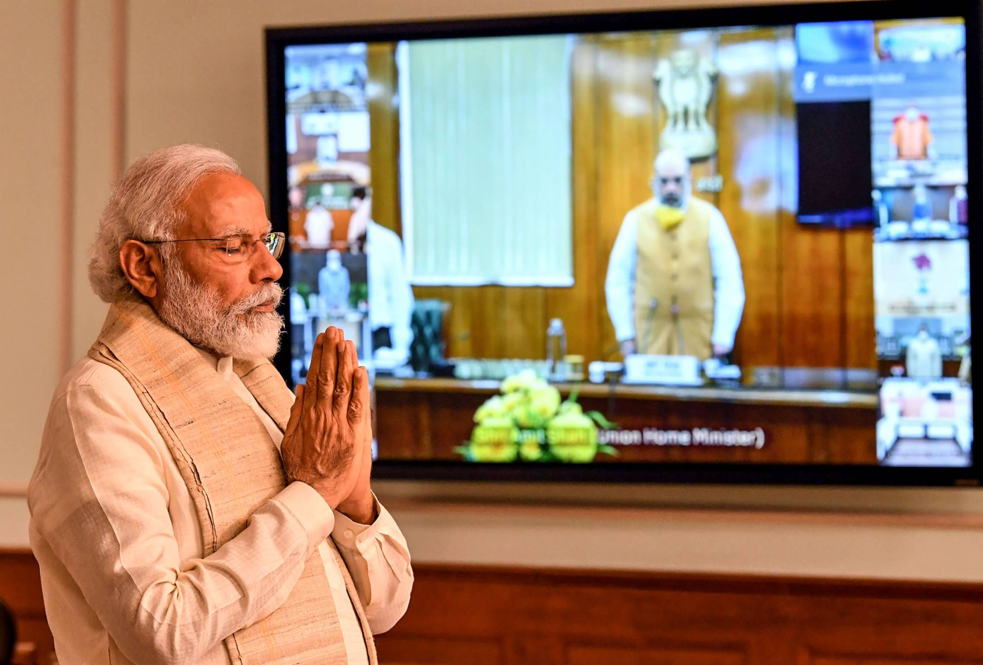 Indian Prime Minister Narendra Modi on June 17 pays a two-minute silence tribute to the soldiers who lost their lives the day before in a border brawl with Chinese troops.   | INDIAN PRESS INFORMATION BUREAU / VIA AFP-JIJI
