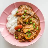 Seasonal bounty: This curry uses several summertime vegetables, which you can vary depending on what you have on hand. Just be sure to always include onions and ginger. | MAKIKO ITOH