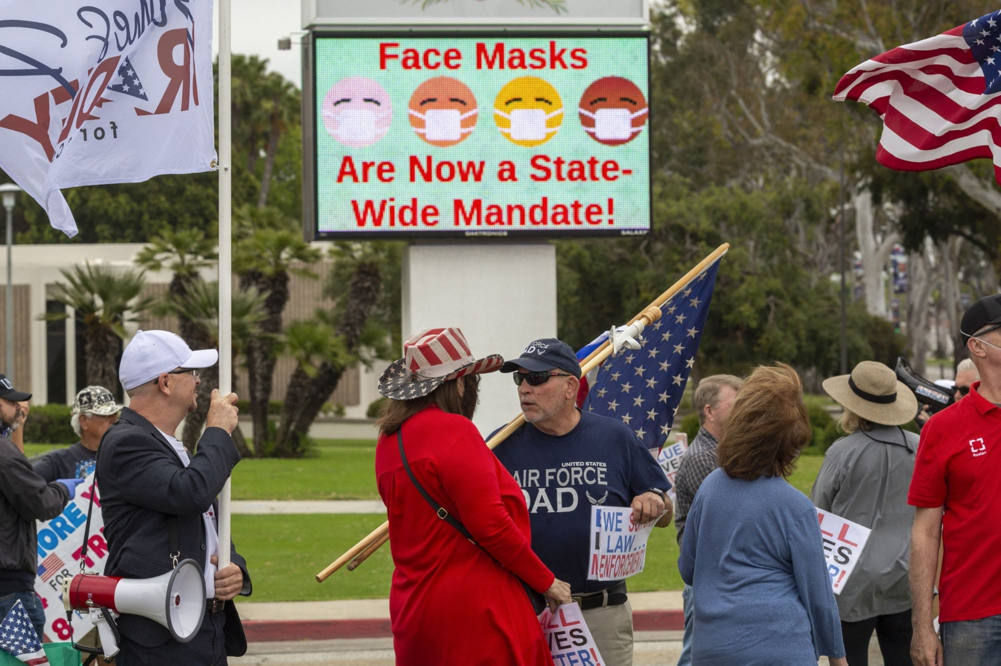 Despite growing evidence that face masks stem the spread of the coronavirus, many Americans shun them. | GETTY IMAGES / VIA BLOOMBERG