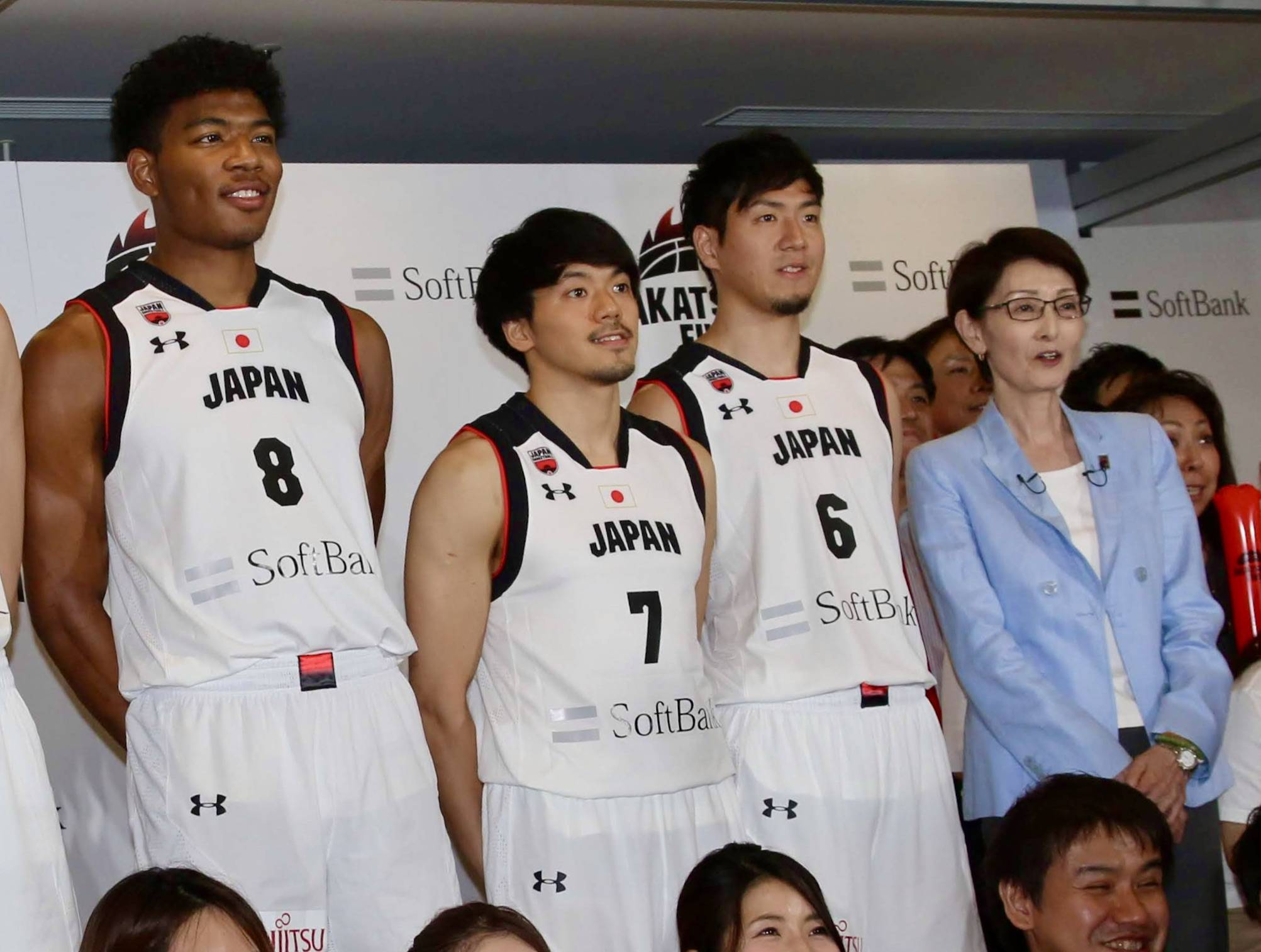 Japan Basketball Association President Yuko Mitsuya poses for photos with the men's national team at an event before last year's FIBA World Cup.   KAZ NAGATSUKA