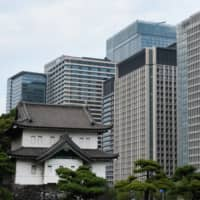 Some of the problems Japan faces in attracting international firms include a tax burden that can be higher than in other Asian financial hubs, bureaucracy seen as excessive and a language barrier. | BLOOMBERG