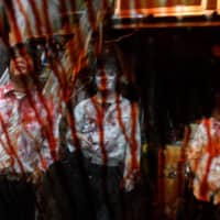 The blood flows freely during the shows staged by the Kowagarasetai troupe. | AFP-JIJI